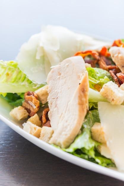 Salada de frango grelhado - comida saudável Foto gratuita