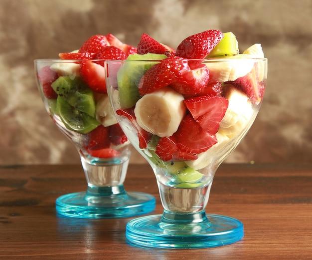 Salada de frutas frescas Foto Premium
