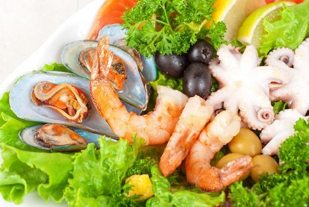 Salada de frutos do mar Foto Premium