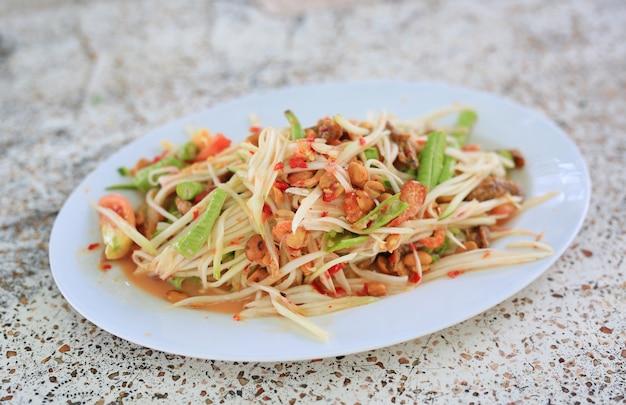 Salada de mamão verde Foto Premium