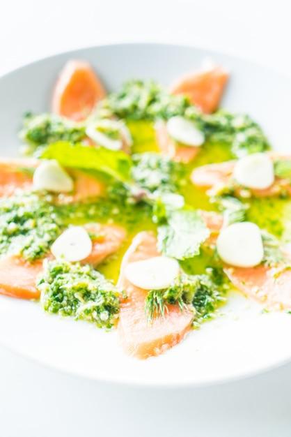 Salada de salmão Foto gratuita