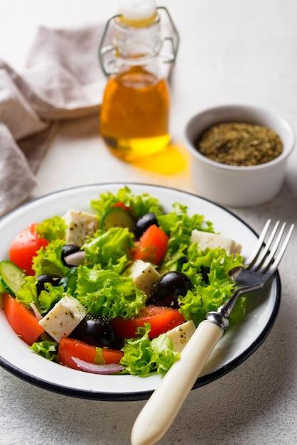 Salada grega tradicional com queijo feta Foto Premium