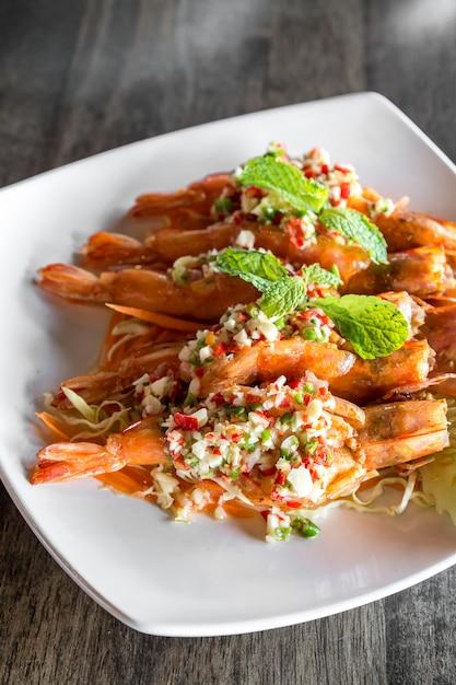 Salada picante de camarão tigre, Foto Premium