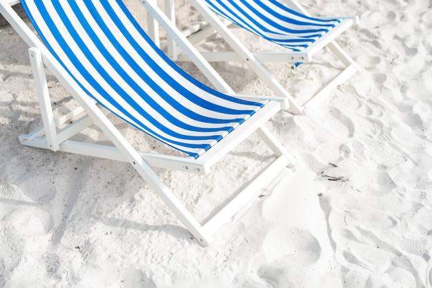 Salão azul na praia, conceito de verão Foto Premium