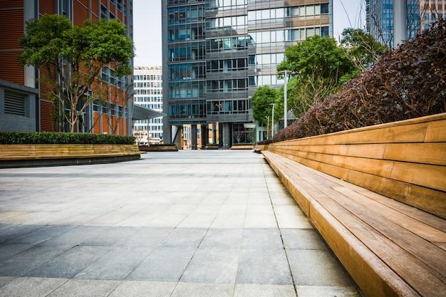 Salão vazio no prédio de escritórios moderno Foto gratuita
