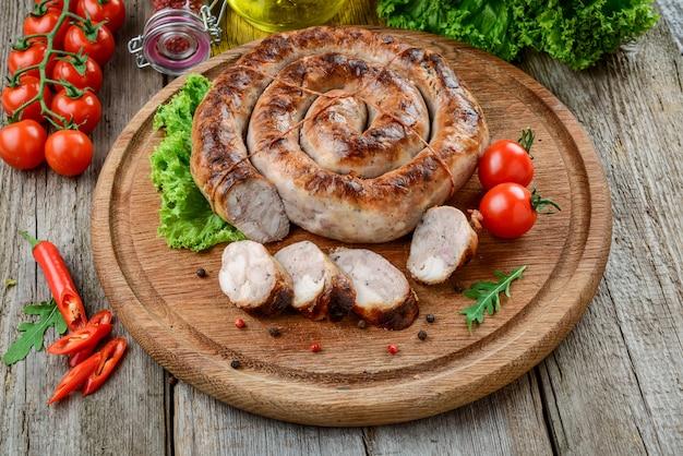 Salsicha frita em casa, comida saborosa e saudável Foto Premium