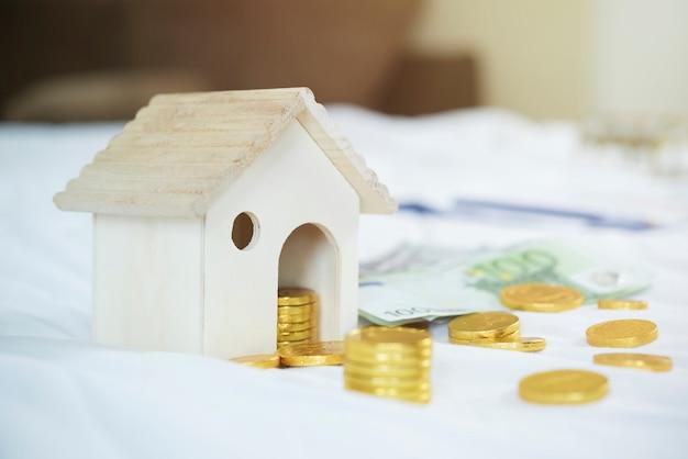 Salvando, plano de aposentadoria, conceito de planejamento financeiro. Foto Premium