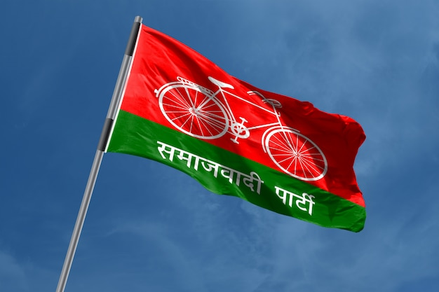 Samajwadi party (sp) símbolo da bandeira acenando, índia Foto Premium