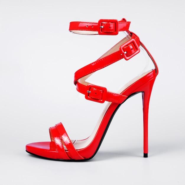 Sandálias vermelhas para mulheres Foto Premium