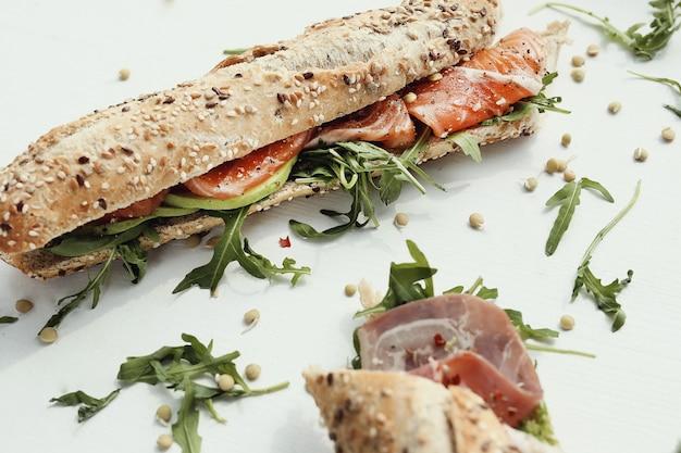 Sanduíche de baguete Foto gratuita
