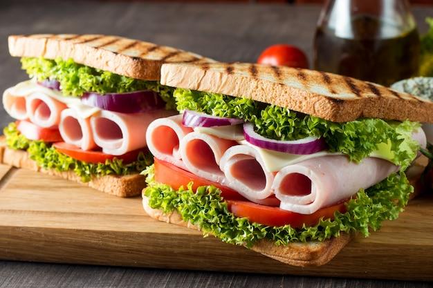 Sanduíche de clube. Foto Premium