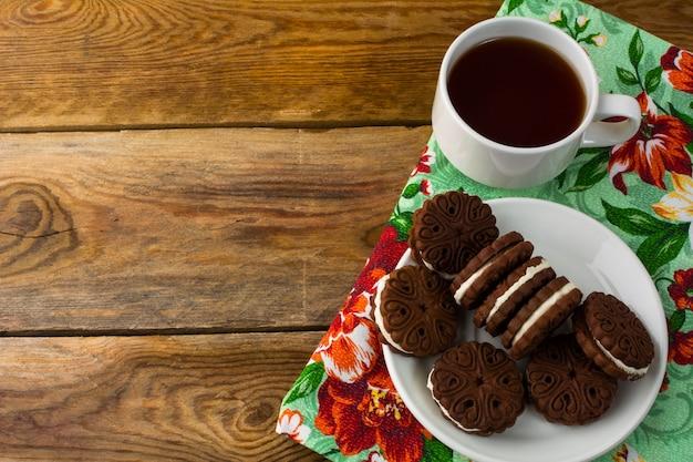 Sanduíches de cookies de chocolate, cópia espaço Foto Premium