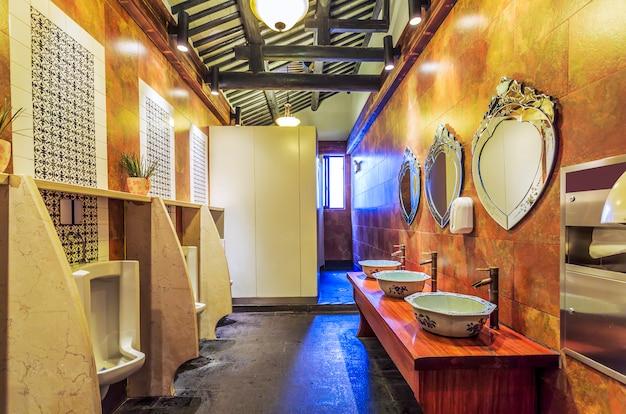 Sanita com decoração clássica Foto Premium