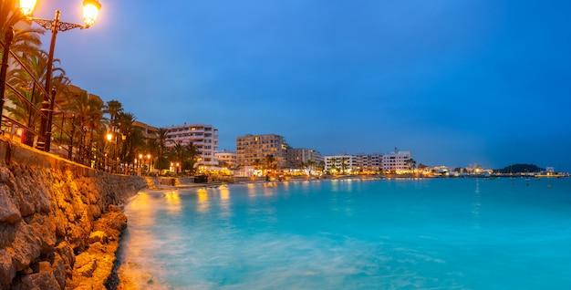 Santa eulália de ibiza praia do sol em baleares Foto Premium