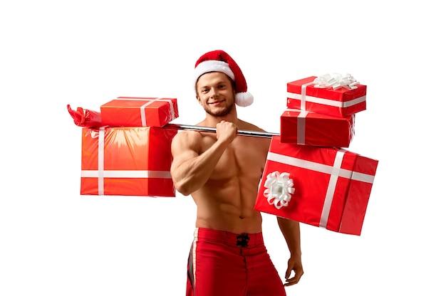 Santa rasgada, segurando uma barra com presentes Foto Premium