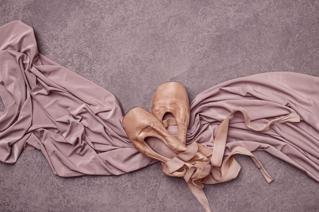 Sapatilhas de balé na cor rosa. Foto gratuita