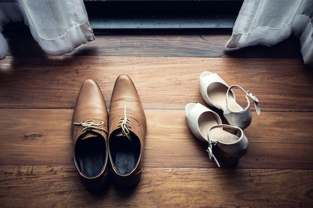 Sapato de casamento homens e sapato waman no dia da cerimônia de casamento Foto Premium