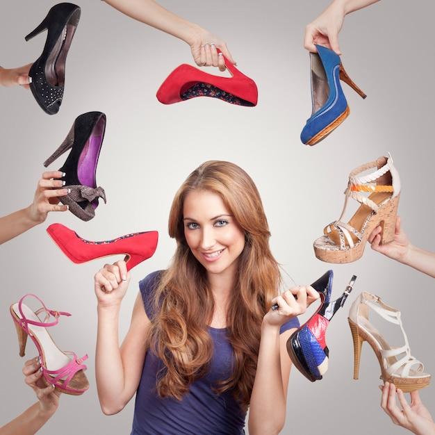 Sapatos com mulher para marketing Foto Premium
