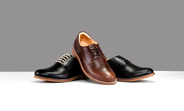 Sapatos com preto e marrom Foto Premium