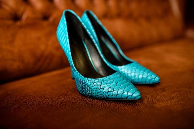 Sapatos femininos azuis. Foto Premium