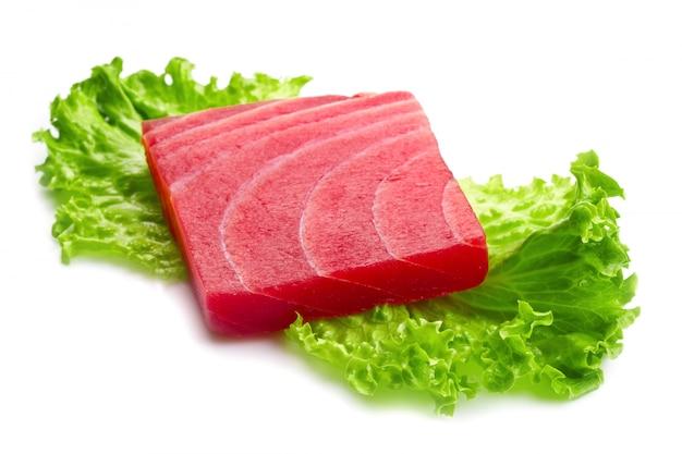 Sashimi de atum com salada Foto Premium