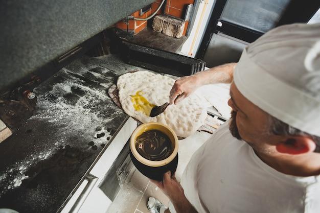 Schiacciata é um tipo de pão feito na toscana, itália. Foto Premium