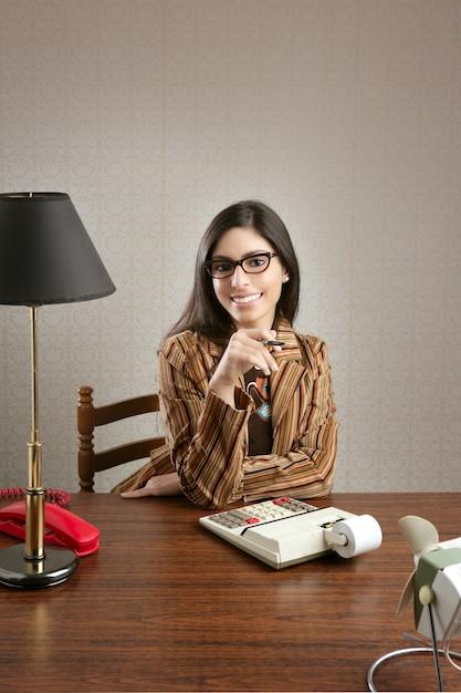Secretária do contabilista retro mulher vintage office Foto Premium