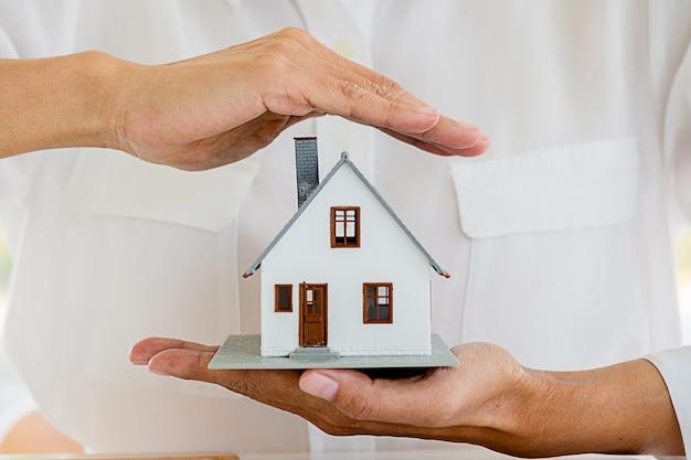 Seguro casa casa vida carro proteção proteger conceitos Foto Premium