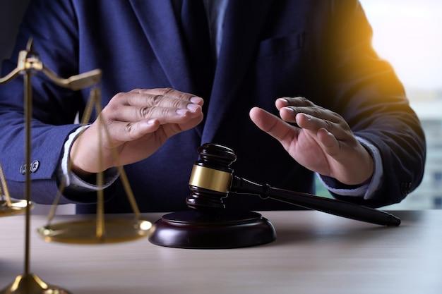 Seguro de casa, lei e conceito de justiça Foto Premium