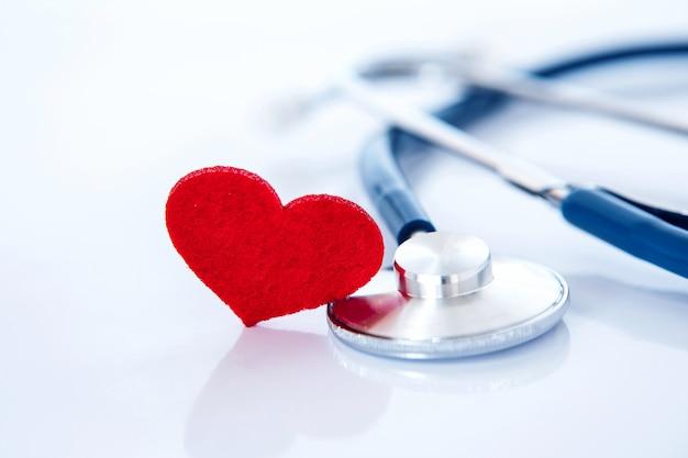 Seguro de saúde e conceito de doença cardíaca de cuidados de saúde médicos Foto Premium