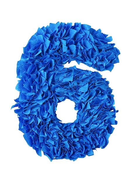 Seis, handmade número 6 de azuis pedaços de papel isolado no branco Foto Premium