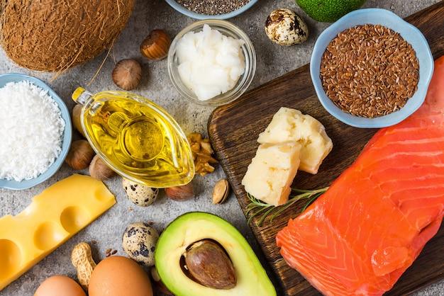 Seleção de boas fontes de gordura e ômega 3. conceito de alimentação saudável. dieta cetogênica. Foto Premium