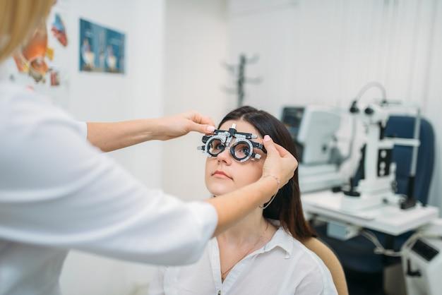 Seleção de dioptria, escolha de óculos, teste de visão Foto Premium