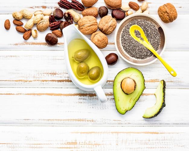 Seleção de fontes alimentares de ômega 3 e gorduras insaturadas. Foto Premium