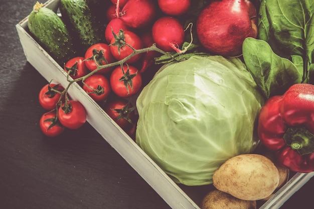 Seleção de legumes frescos do mercado dos fazendeiros, cópia espaço, tonificado Foto Premium