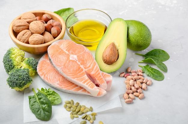 Seleção de produtos saudáveis. Foto Premium