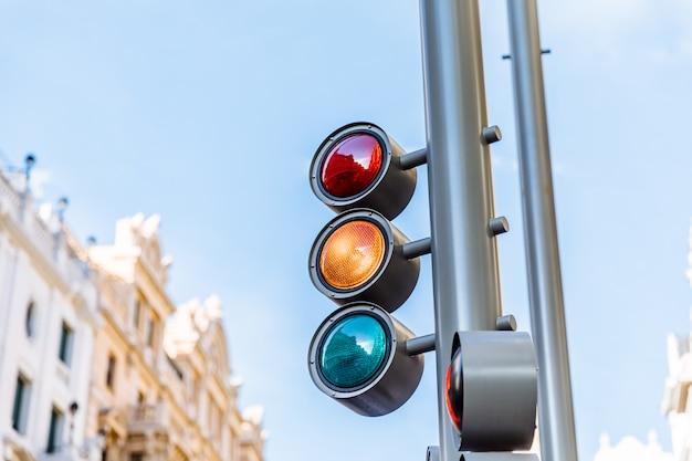 Semáforo, em, laranja, luz Foto Premium