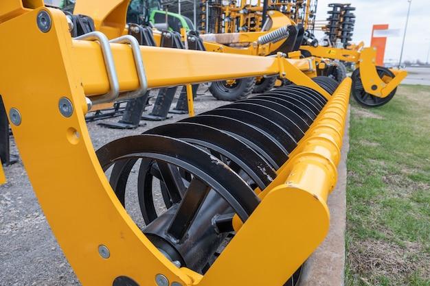 Semeadora de máquinas agrícolas, ventilador, cultivador para combinar. Foto Premium