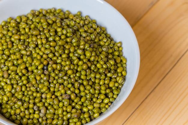 Semente do feijão verde na tabela. Foto Premium