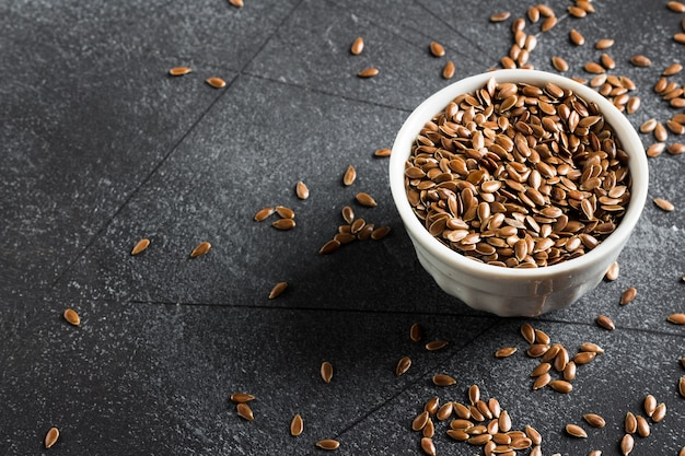 Sementes de linho linhaça superfood saudável conceito de comida orgânica Foto gratuita