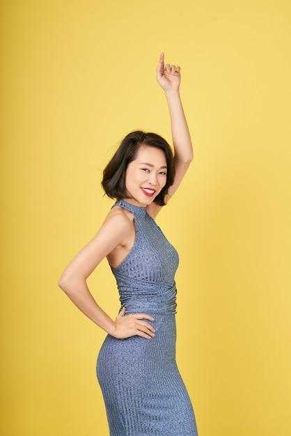 Senhora dançando Foto gratuita