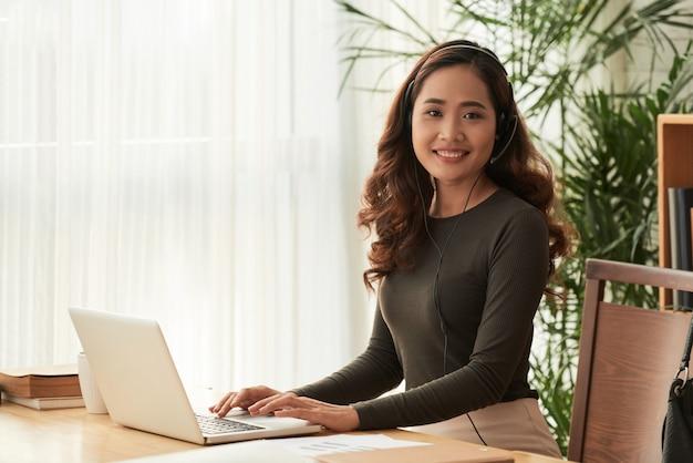 Senhora de negócios jovem Foto gratuita