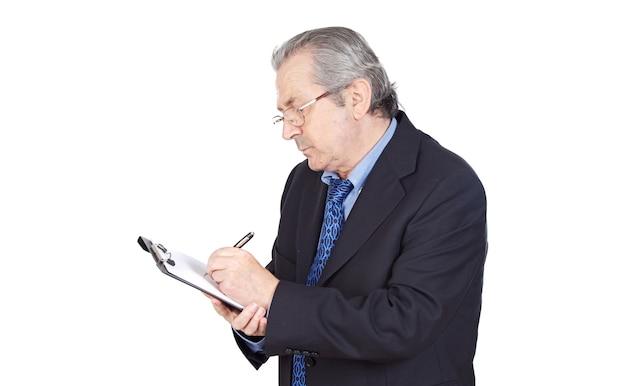 Seniors empresário escrevendo sobre fundo branco Foto Premium