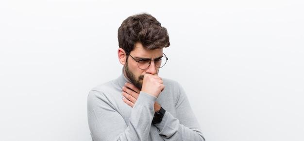 Sentir-se mal com dor de garganta e sintomas de gripe, tosse com a boca coberta Foto Premium