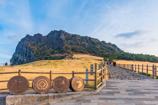 Seongsan ilchulbong, ilha de jeju, coreia do sul. Foto Premium