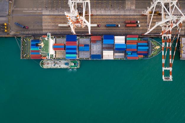 Serviço comercial e indústria de transporte de contêineres de logística de transporte marítimo Foto Premium