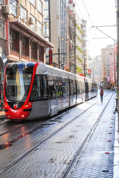 Serviços urbanos lançaram um novo bonde pelas ruas da cidade. Foto Premium