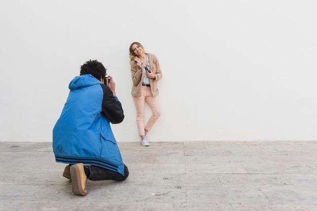 Sessão de fotos jovem Foto gratuita