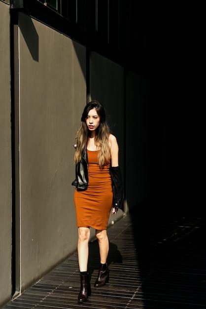 Sessão de moda estilo de vida de mulher Foto gratuita