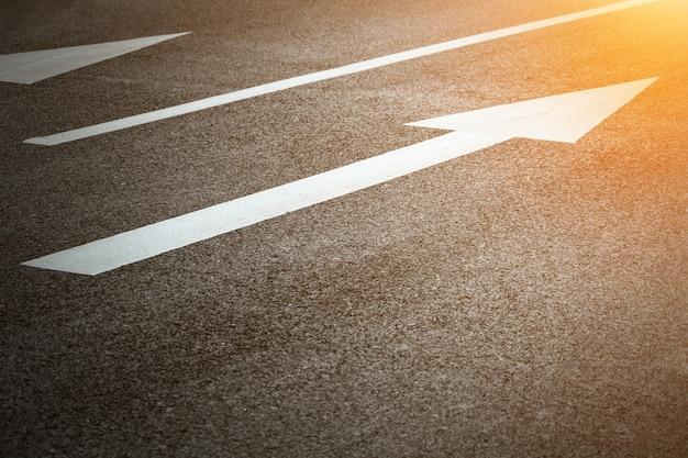 Seta estrada indicando direita Foto gratuita